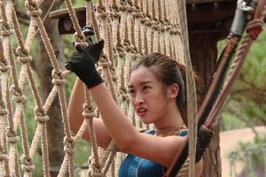 Hoa hậu Đỗ Mỹ Linh thực hiện thử thách trong nước mắt