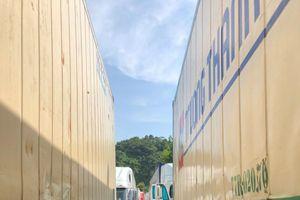 Trung Quốc bất ngờ cấm hàng trăm xe container VN qua biên giới