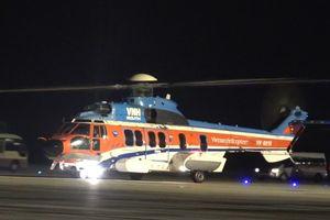 Trực thăng EEC đưa chiến sĩ Trường Sa bị hôn mê vào đất liền cấp cứu