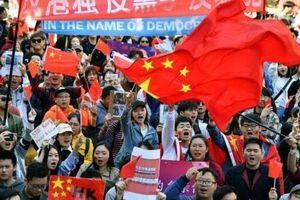 470.000 người dân ở Hong Kong tuần hành phản đối bạo lực