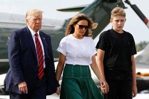 Barron Trump được đoán cao hơn 2 m khi đứng cạnh người cha nổi tiếng