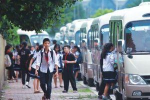Không bằng lái vẫn ngang nhiên điều khiển xe chở 40 học sinh