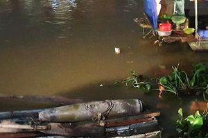 Hải Phòng: Mực nước sông hạ thấp, người dân bàng hoàng phát hiện quả bom dài 1 mét