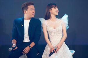 Hiếm khi xuất hiện cùng chồng, Nhã Phương được fan khen trẻ như gái 18