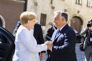 Thủ tướng Đức thăm Hungary: Xưa sát cánh, nay đối đầu?