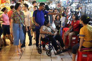 Sáng đèn chợ Bến Thành về đêm?