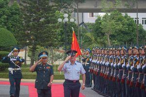 Cuộc hội kiến lịch sử của Tư lệnh Không quân Việt - Mỹ ở Hà Nội
