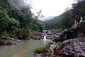 Tìm kiếm 3 người bị nước nhấn chìm khi tắm thác