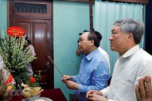 Thủ tướng dâng hương tưởng niệm Bác Hồ tại nhà 67
