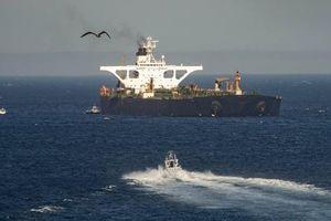 Bất chấp nỗ lực của Mỹ, siêu tàu Iran băng băng rời Gibraltar