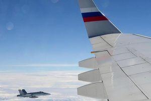 Chiến cơ Thụy Sĩ hộ tống máy bay chính phủ Nga vì hiếu khách