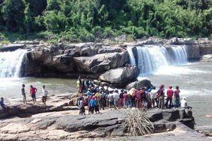 Đã tìm thấy thi thể ba nạn nhân tại thác nước