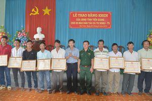 Tặng Bằng khen cho 9 ngư dân Tiền Giang cứu 22 ngư dân Philippines gặp nạn trên biển