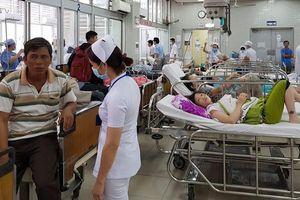 'Xé' quy trình, cứu bệnh nhân: Lo cho bác sĩ
