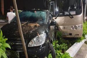 Xe khách mất lái 30 hành khách may mắn thoát nạn