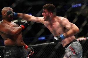 Đấm nhà vô địch UFC 'nằm bẹp dí', võ sĩ 'ẵm' hơn 18 tỷ