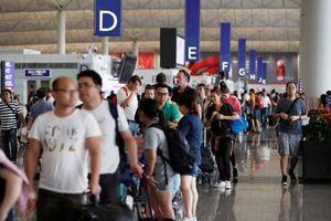 Vì sao du lịch Hồng Kông thời điểm này không nên mặc trang phục trắng - đen?