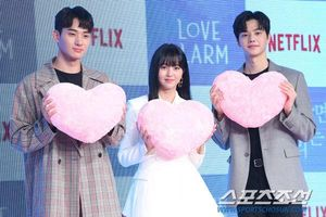 Họp báo 'Love Alarm': Kim So Hyun rạng rỡ bên Song Kang và Jung Ga Ram
