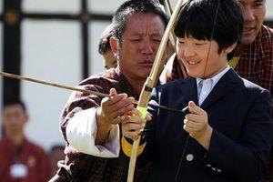 Khí chất ngút ngàn của 'tiểu hoàng tử' Nhật Bản trong chuyến đi đến Bhutan