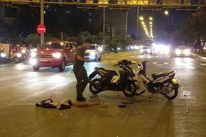 Tông xe máy ở giao lộ, 2 người thương vong
