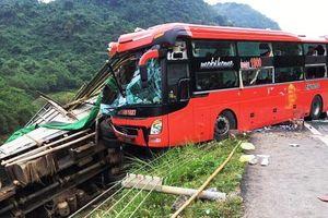 Tai nạn giao thông nghiêm trọng ở Hòa Bình, hai người tử vong