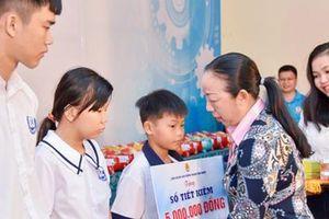 Hơn 9,1 tỉ đồng học bổng cho con CNVC-LĐ