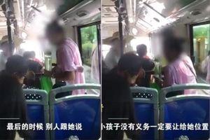 Phẫn nộ người phụ nữ đè lên bé 7 tuổi để giành chỗ trên xe buýt