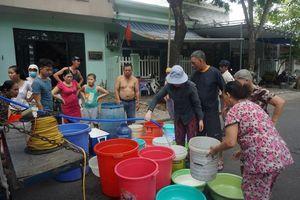 Đà Nẵng họp khẩn trước cảnh dân 'thấp thỏm' ngồi vỉa hè chờ xe cấp nước