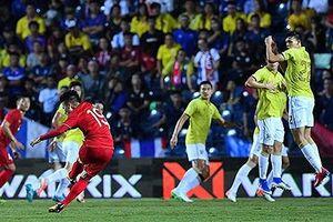 Tiền vệ từng 'hù dọa' Việt Nam bị gạch tên khỏi ĐT Thái Lan; Barca chào bán Suarez cho Juve