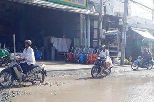 Dân khổ sở vì đường vào bệnh viện Đa khoa tỉnh Cà Mau chứa đầy 'bẫy' tai nạn giao thông