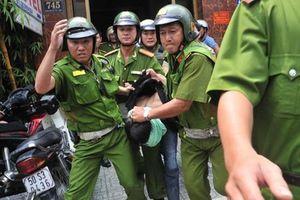 Thanh niên dùng đá đánh CSGT trọng thương sau khi vi phạm luật giao thông