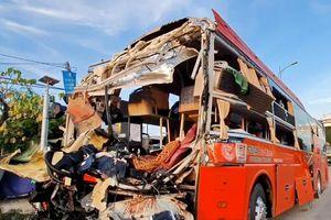 Hai xe khách giường nằm tông nhau, 1 người chết, 25 người bị thương