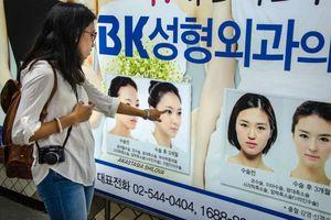 Giới trẻ Hàn 'dao kéo' và cách học sinh các nước bắt đầu đời sinh viên