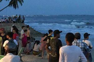 4 thanh niên Lâm Đồng bị sóng cuốn khi tắm biển Phan Thiết