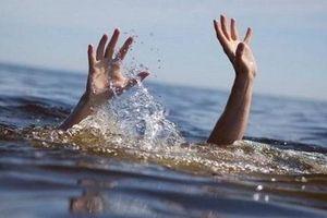 Nghệ An: Đi tắm ao, bé trai 14 tuổi đuối nước tử vong thương tâm