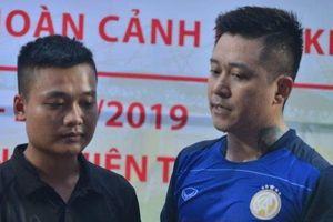 Ca sĩ Tuấn Hưng và những người yêu bóng đá Nam Định trao tặng 50 triệu đồng gia đình nữ CĐV tử nạn