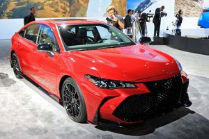 Chiêm ngưỡng vẻ đẹp của Toyota Avalon TRD 2020 mạnh 301 mã lực, giá 1 tỷ