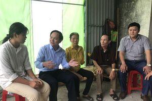 Nữ sinh Xứ Nghệ được lãnh đạo trường ĐH Khoa học Xã hội và Nhân văn về tận nhà đón
