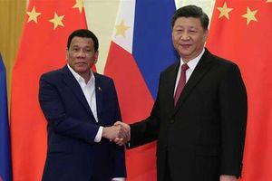 'Bắt tay' với Trung Quốc ở biển Đông: Lợi bất cập hại!