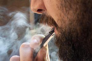 Hơn 150 người Mỹ mắc bệnh nguy hiểm vì hút thuốc lá điện tử