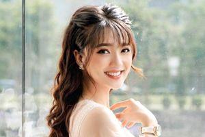 Hot girl xứ Nghệ: Bạn gái cầu thủ, MC, ca sĩ đủ cả