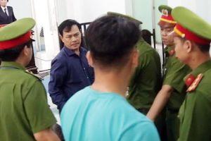 An ninh siết chặt trong và ngoài phiên tòa xử kín Nguyễn Hữu Linh