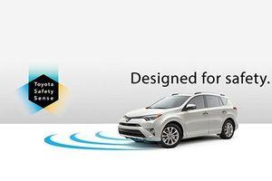 Toyota sẽ giúp bạn hạn chế nhầm chân ga với phanh