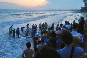 Tìm thấy thi thể 4 du khách bị sóng cuốn khi tắm biển Phan Thiết