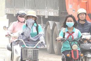 Con đường ngập bụi ở Hà Nội