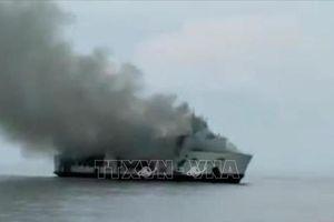 Tàu chở khách bốc cháy, 4 người thiệt mạng và trên 30 người mất tích