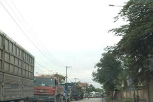 Đà Nẵng: Người dân chặn xe vì không chịu nổi bụi bẩn