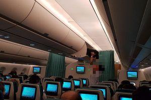 Khách Trung Quốc trộm 46 triệu đồng trên máy bay