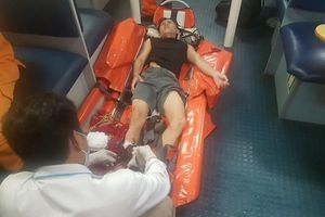 Xuyên đêm 'cưỡi' sóng cứu ngư dân nguy kịch gần Hoàng Sa