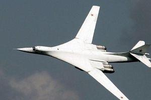 Xem máy bay ném bom chiến lược siêu thanh Tu-160 của Nga 'tung hoành' ở Syria